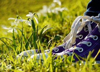 sholat-memakai-sepatu-usap-khuf